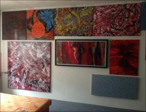 umělecká díla přenáší do interiéru pozitivní vibrace